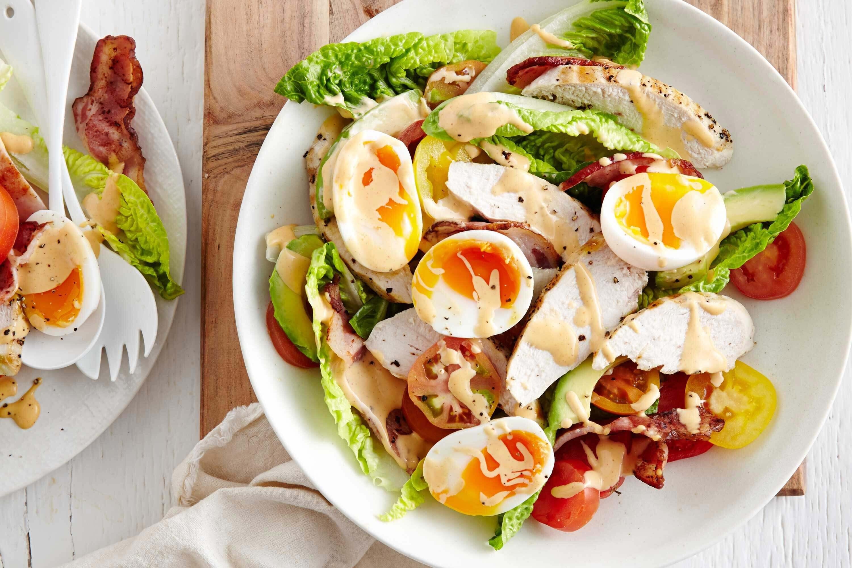 Салаты с курицей и яйцом