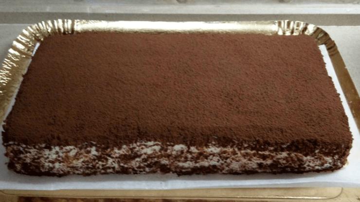 Вкусный бисквитный торт с творожным кремом в домашних условиях