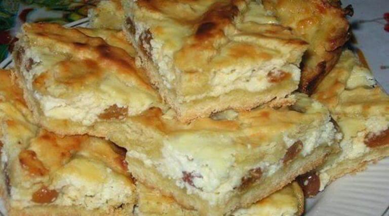 Ароматный пирог с творогом и изюмом на завтрак для всей семьи!