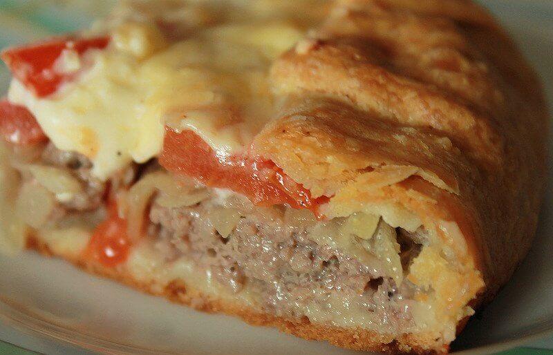Деревенский открытый пирог с мясной начинкой