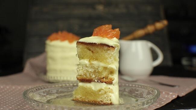 Десерт с творожным кремом и цукатами