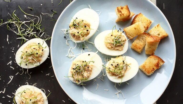Фаршированные яйца: варианты начинок