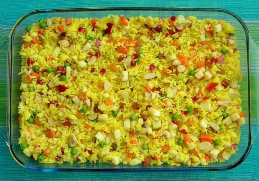 Индийский овощной плов с зеленым горошком и специями