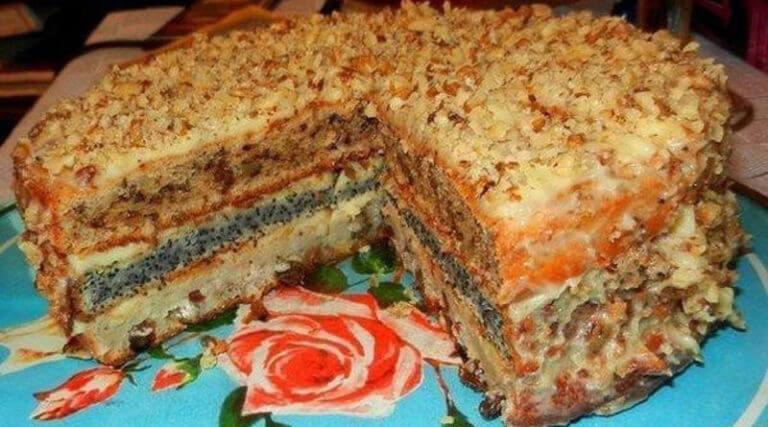 Изумительный трехслойный домашний торт с орехами, изюмом и маком