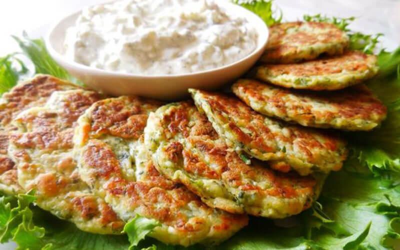 Кабачковые оладьи по-турецки. Очень вкусно со сметанкой!