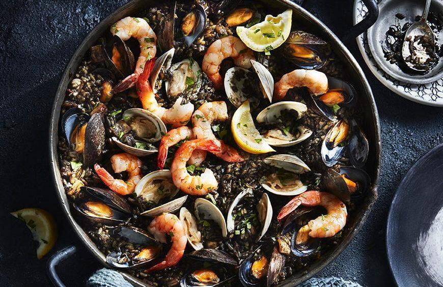 Как приготовить черный рис с морепродуктами в домашних условиях