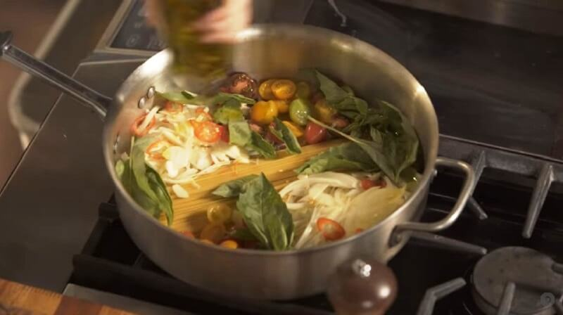 Как приготовить настоящую итальянскую пасту с сыром и базиликом