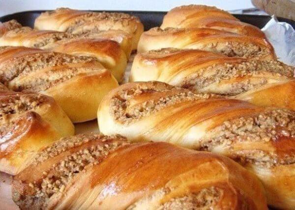Как приготовить пышные ореховые булочки в домашних условиях