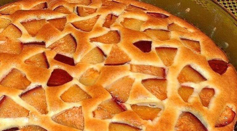 Как приготовить воздушный фруктовый пирог