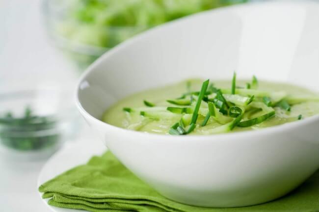 Холодный суп из цукини и авокадо
