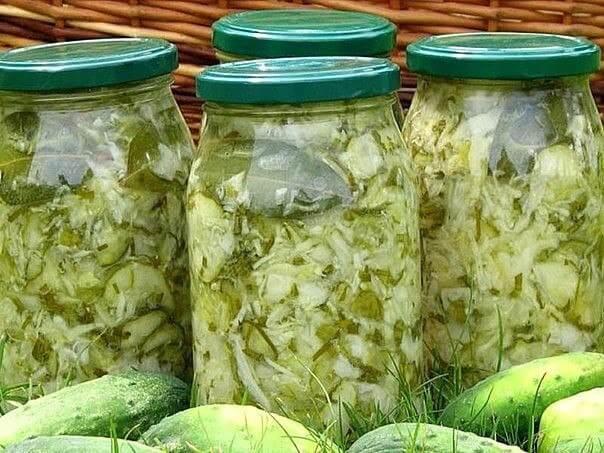 Любимый рецепт салата из молодой капусты с огурцами и луком на зиму!