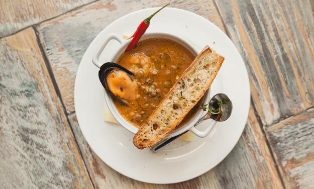 Необычайно вкусный суп из чечевицы с морепродуктами