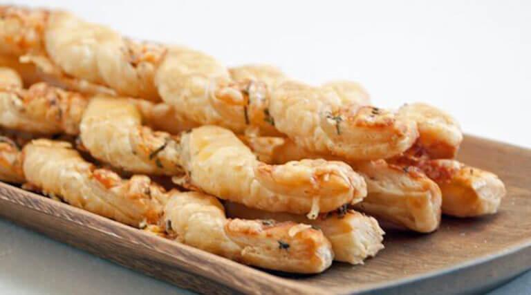 Необычная закуска: пряные сырные палочки. Очень простой рецепт!