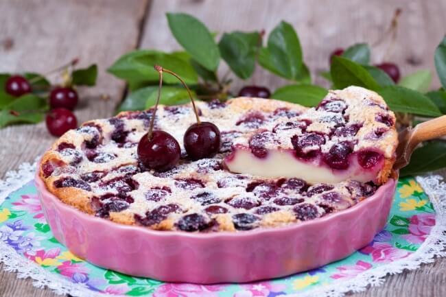 Пирог с вишней: простой пошаговый рецепт с фото