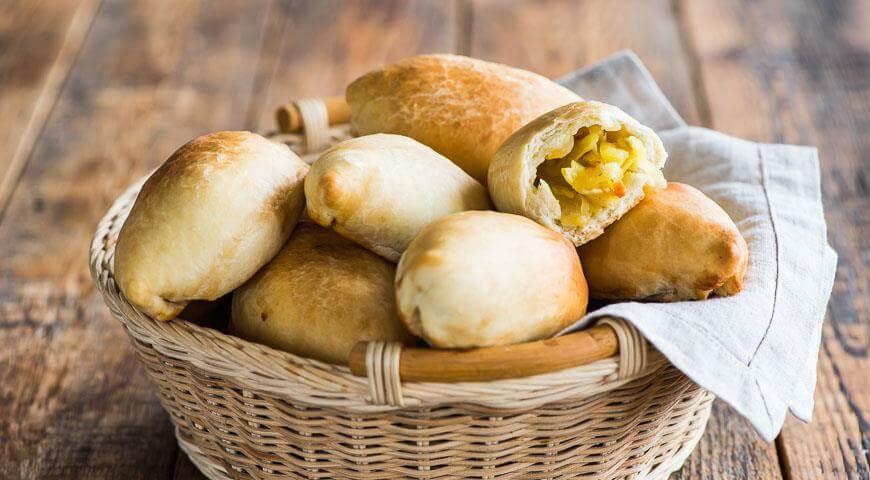 Постные пирожки из дрожжевого теста с картошкой и луком