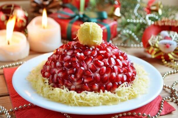 Праздничный слоеный салат «Красная шапочка»