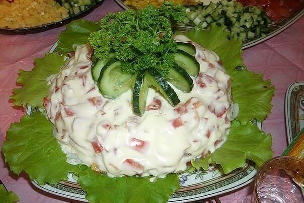 Праздничный слоеный салат «Мужское счастье». Точно покорит всех!