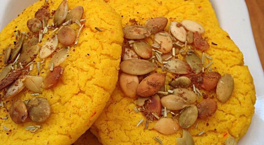 Пряное печенье из фасоли с тыквенными семечками