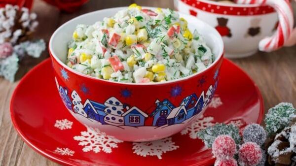 Простой и вкусный крабовый салат с рисом