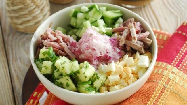 Простой рецепт мясной окрошки на квасе