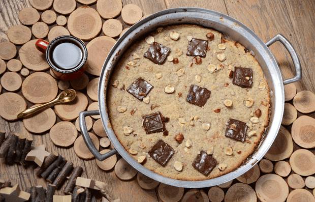 Простой рецепт: ореховое печенье с шоколадом на сковороде