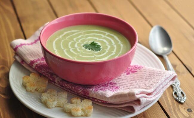 Простой рецепт: овощной крем суп из кабачков с помидорами
