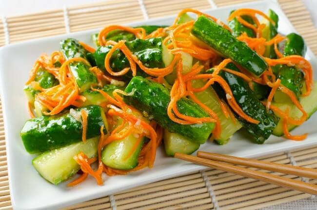 Рецепт острого салата из моркови, огурцов и имбиря
