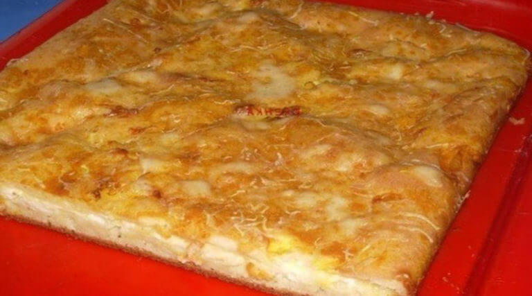 Рецепт приготовления необычного наливного пирога с нежным сыром