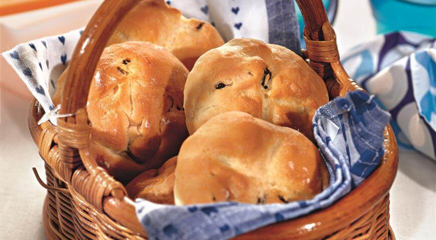 Рецепт приготовления пышных булочек с изюмом и розмарином