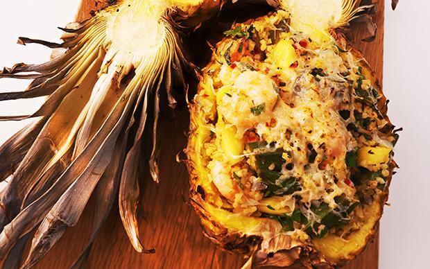 Рецепт салата в ананасе из окры и креветок