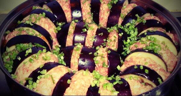 Турецкая кухня: баклажаны с мясным фаршем и помидорами