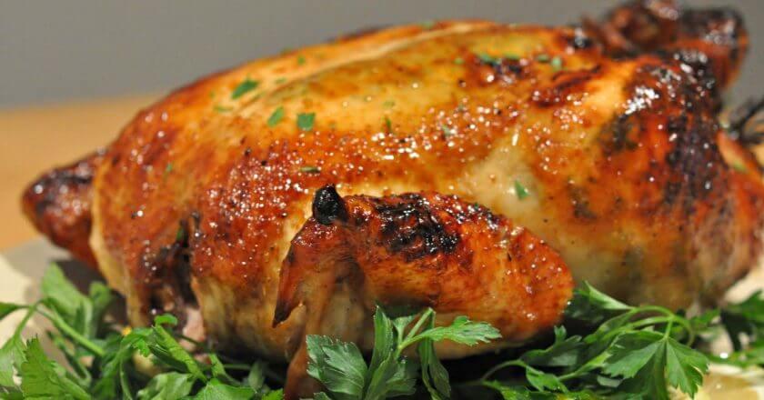 Чем натирать курицу: ПЯТЬ трюков от шефов, которые сделают запеченную птицу очень вкусной!