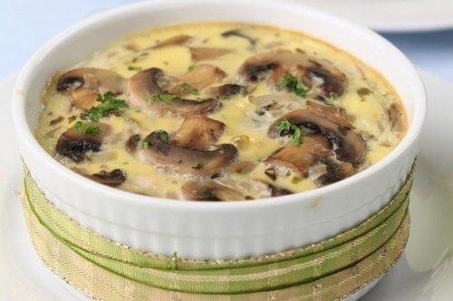 Ароматный жульен с курицей и грибами: пошаговый рецепт
