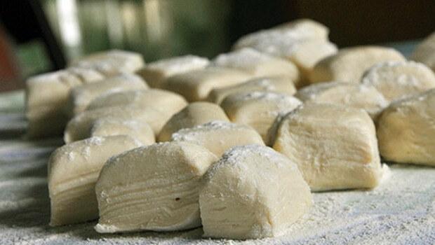 Быстрое слоеное дрожжевое тесто: рецепт с фото, который вам понравится!