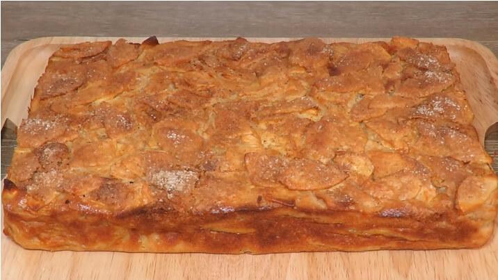 Чудесный яблочный пирог: много яблок и мало теста!