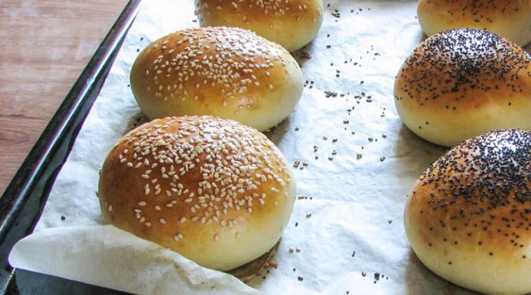 Домашние пышные булочки для гамбургеров и бутербродов