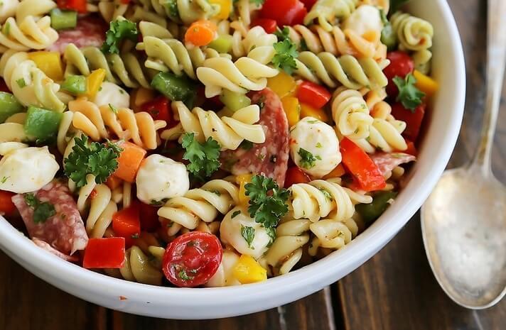 Рецепт итальянского салата с ветчиной и макаронами для гурманов