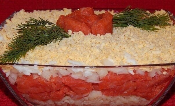 Изумительный праздничный салат с красной рыбой