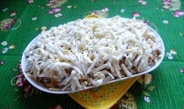 Изумительный салат с копченой горбушей