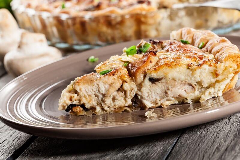 Изысканный пирог с курицей под соусом бешамель