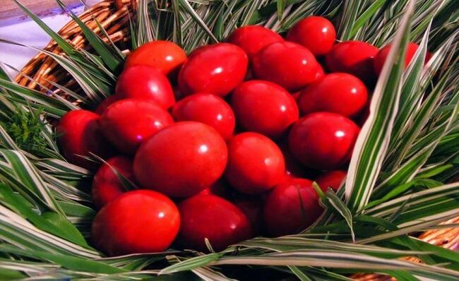 Как покрасить яйца в красный цвет