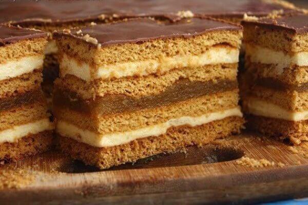 Как приготовить медовый торт с яблочным джемом