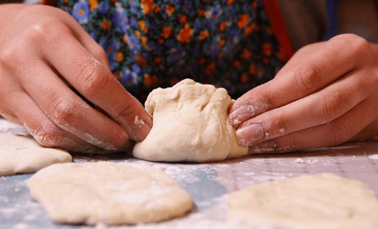Как приготовить нежные пирожки с яблоками без дрожжей