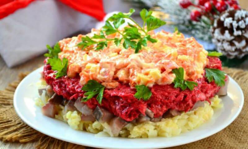 Как приготовить салат «Наваждение» с селедкой