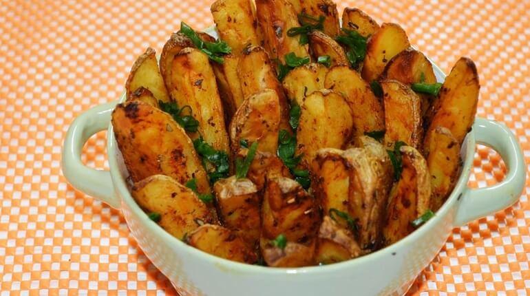 Картошка по-деревенски, запеченная в духовке