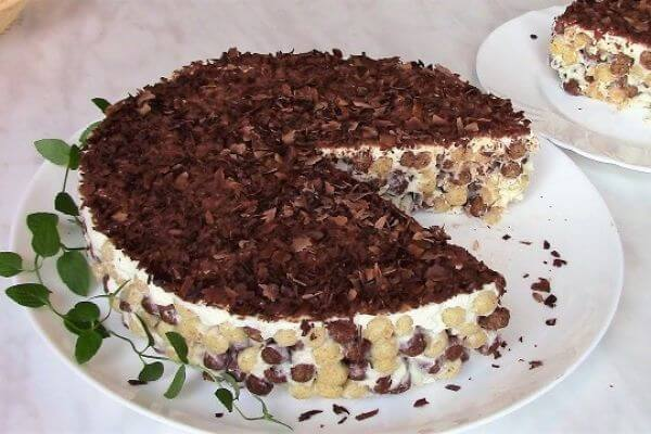 Торт без выпечки из шоколадных шариков за 2 минуты