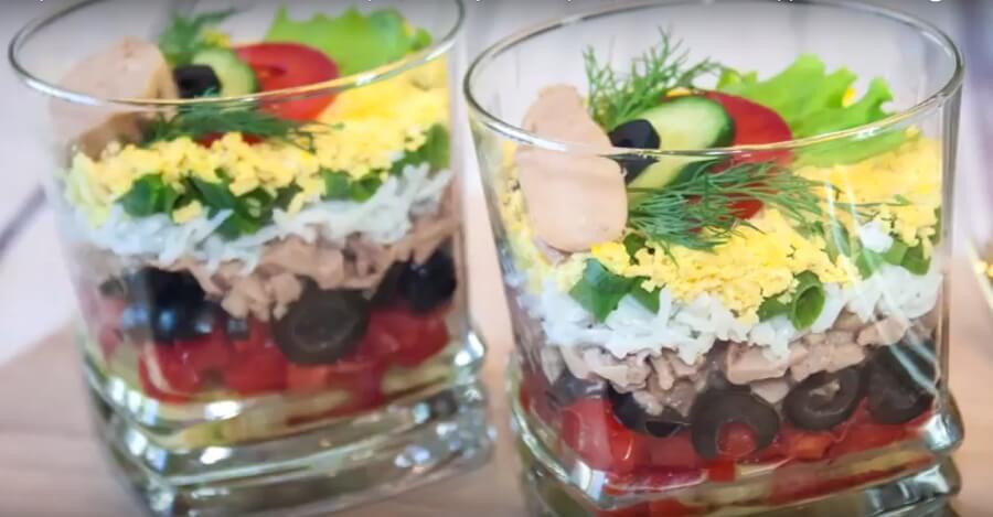 Легкий рецепт салата с печенью трески. Очень вкусно!