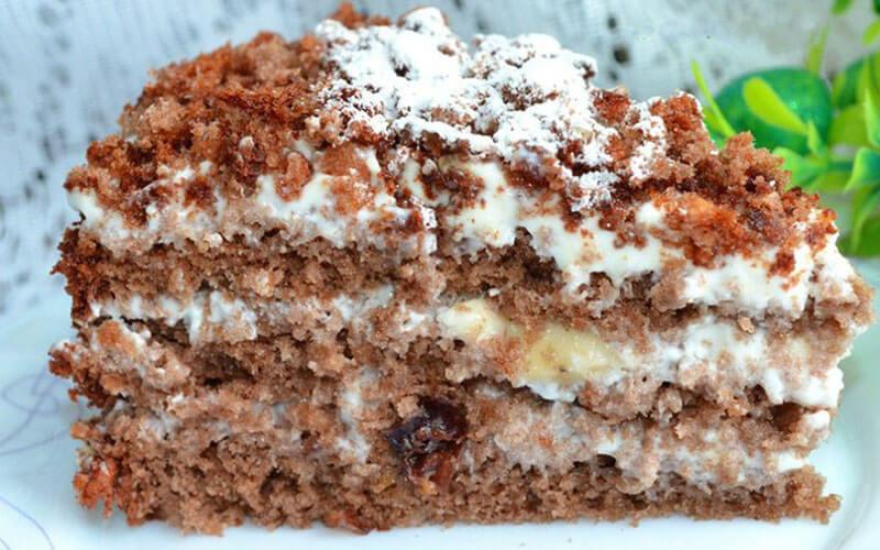 Медовый торт с орехами и сметанным кремом