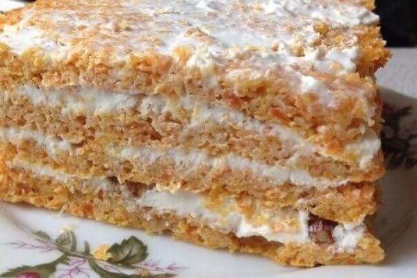 Морковный торт с творожным сыром и грецкими орехами