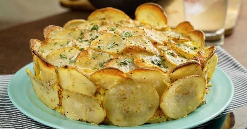 Необычный рецепт запеченного картофеля с сыром и ветчиной
